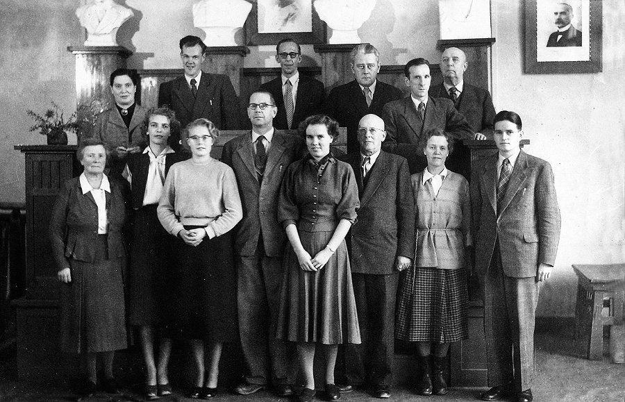 Orvokki Teini - Harjuvaara opettajien kuvia Kokemäen Yhteiskoulu
